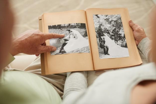 結婚してから何年目?アルバムをデジタル化して夫婦の絆を深めよう!