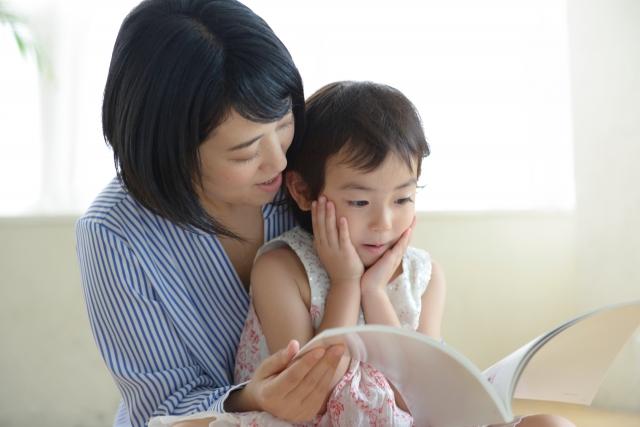 (イメージ)子供の写真や絵をデータ化